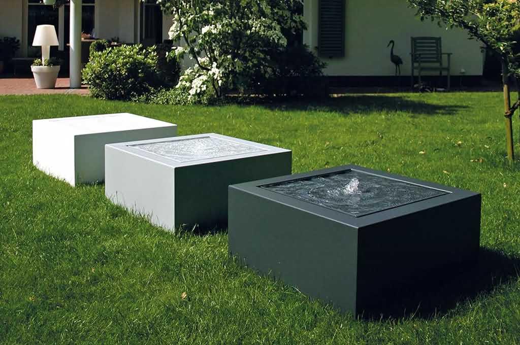 Nowoczesne fontanny ogrodowe podświetlane